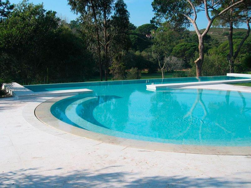 Construcción de piscinas en San Sebastian de los Ballesteros