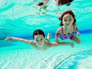 Decálogo para evitar ahogamientos de niños en piscinas